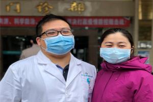 中山三院医疗队消化内科护士张丽君与先生互为来信